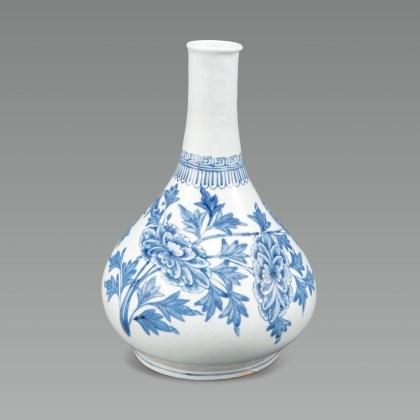 White Porcelain bottle with Peony Design in Underglaze Cobalt Blue