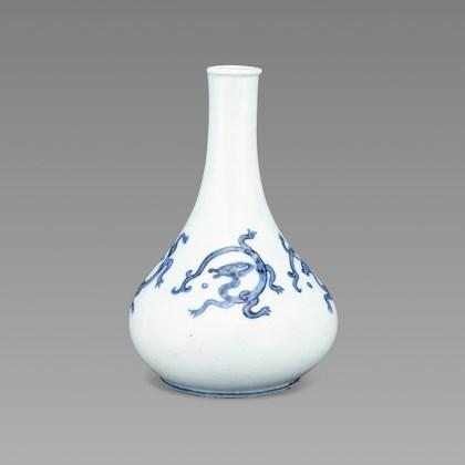White Porcelain Bottle with Dragon Design in Underglaze Cobalt Blue