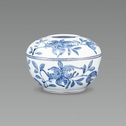 White Porcelain Case with Fingered Citron Design in Underglaze Cobalt Blue